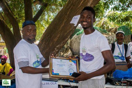 Ishaq Kulubalie, Winner in the Running Category receivinghis certificate (Photo Credit DAQVAH )