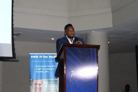 Samuel Eto in sierra Leone-Fifa11Health2